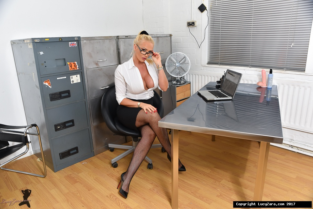 lucyzara directory pages 010818 glamour561 002