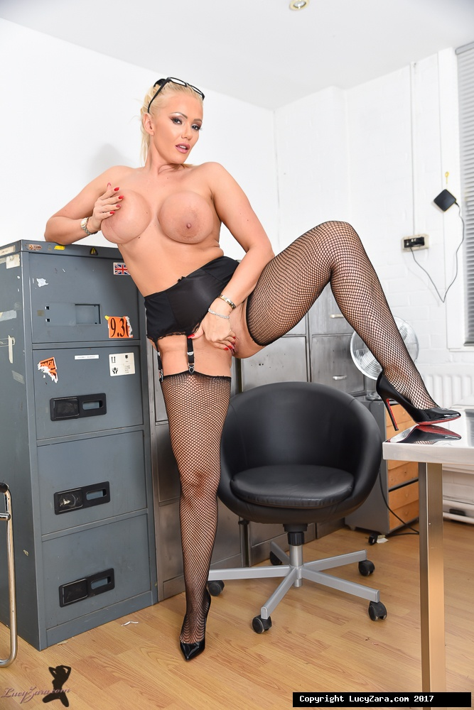 lucyzara directory pages 010818 glamour561 010